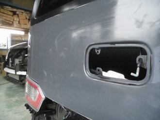 スズキワゴンR バックドア鈑金塗装画像4