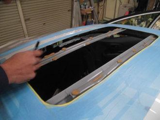 トヨタアクア 社外サンルーフ取り付け画像5